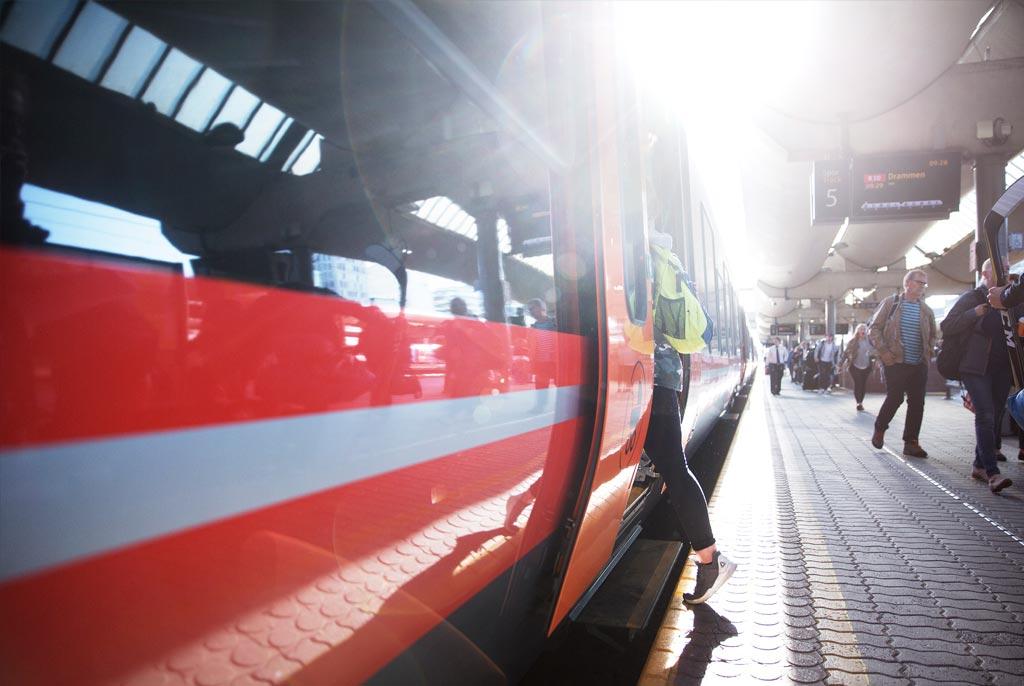 EFFEKTIVT: Store dører med funksjonelle inngangspartier på Flirt bidrar til kortere stasjonsopphold og tog i rute.